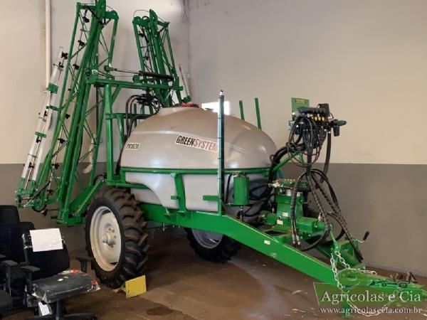 Pulverizador de Arrasto John Deere Green System PV 1020 (2.000 Litros - Zero!)